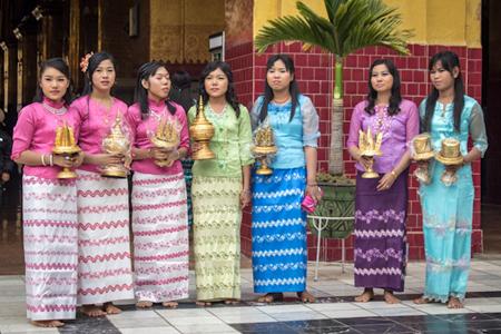 myanmar people Gallery