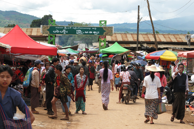 Local market at Taung Yoe Tribal Village