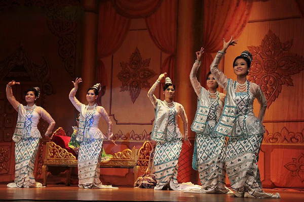 Burmese girls in traditional dances