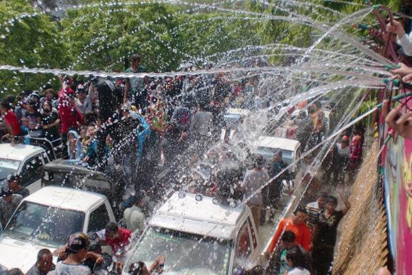 Myanmar Water Festival13
