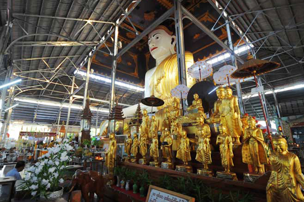 There are many Buddha images in each corner of Koe Htat Gyi Pagoda( the Nine Storey Buddha Image)