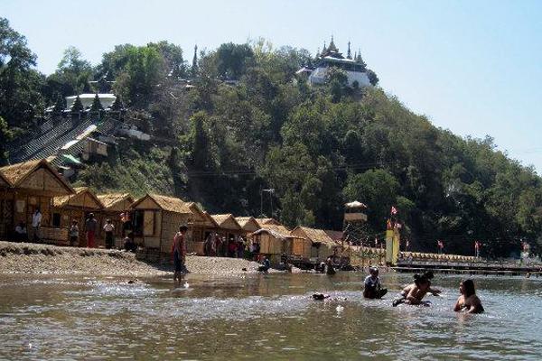 Mann River where the festival occurs
