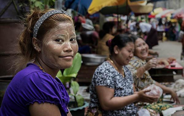 Burmese women with thanaka at market