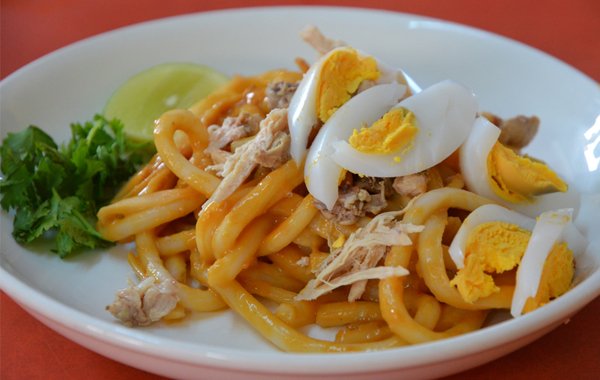 Nangyi thoke – a kind of thick rice noodes