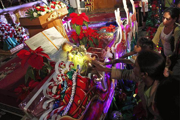 Myanmar Christians pray in Christmas Day
