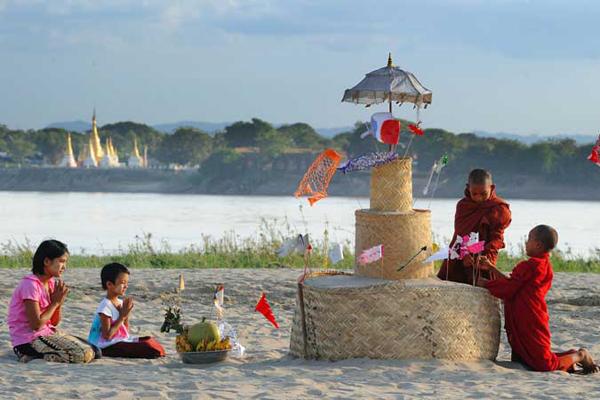 Tabaung Festival in Myanmar