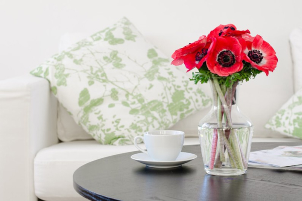 To bring good fortune, keep scented flowers in a beautiful glass vase in the living room