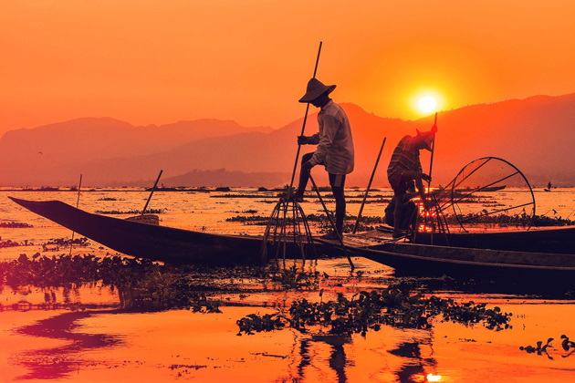 Leg-rowing fishermen in Inle Lake