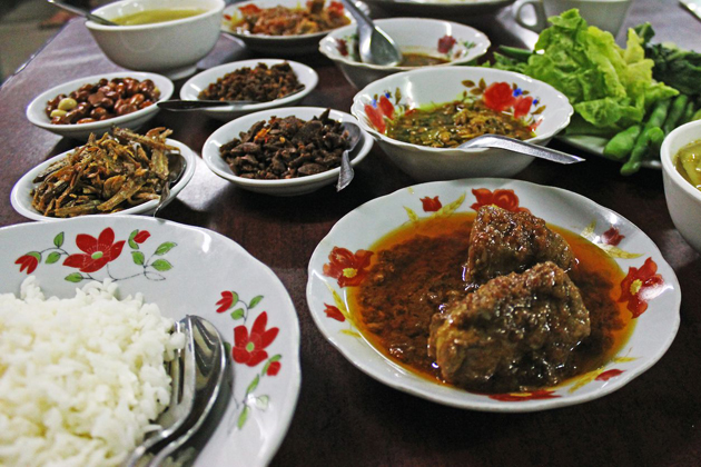 Myanmar cuisine - a blend of indian, thai and chinese