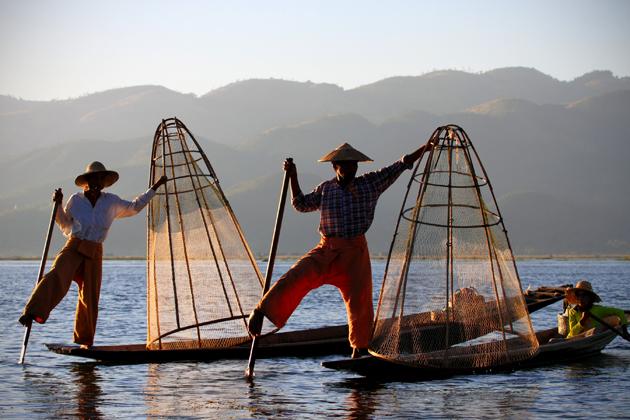 One-leg rowing fishermen in Inle Lake