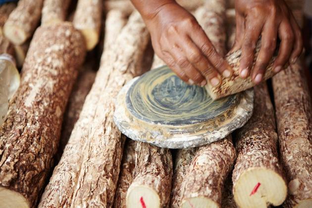 Thanaka wood was sold in Phowintaung Pagoda Festival