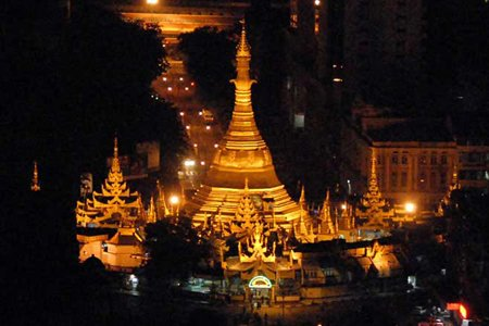 A night scene of the Sule Pagoda in the heart of Yangon.