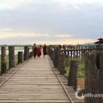 Appreciate the beauty of the longest teak-wood bridge in the world