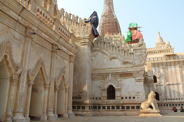 Bagan temple tour with a visit to the beautiful Ananda Temple