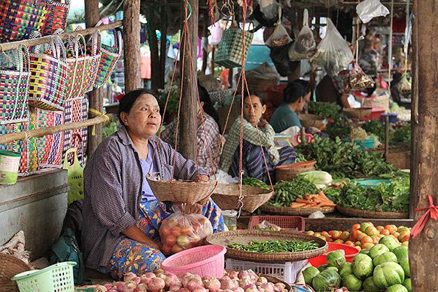 Burma Honeymoon tour in Nyaung U Market in Bagan