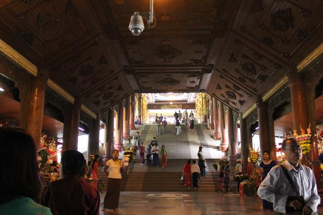 Entrance way to Shwedagon Pagoda