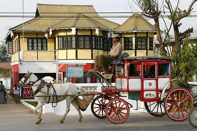 Horse-cart-ride-and-British-colonial-houses-in-Pyin-Oo-Lwin-town