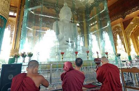 Lawka Chanthar Arbayar Laba Muni Buddha Image.