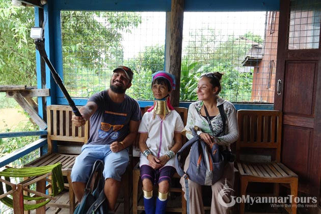Tourist taking photos with the Long Neck Woman in Myanmar tour 10 days