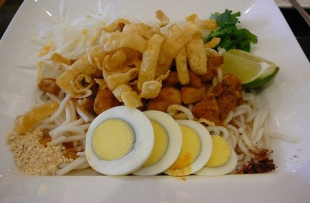 Moo hin ga (catfish noodle soup) of Burmese people