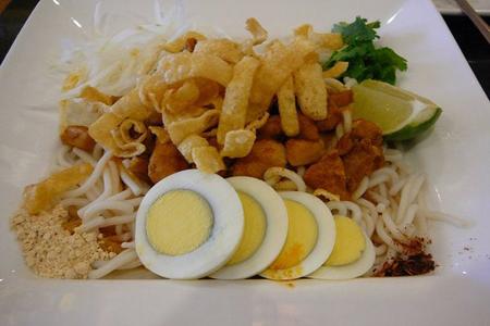 Moo hin ga (catfish noodle soup) of Burmese people