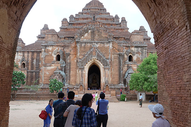 Myanmar itinerary 5 days to the Dhammayangyi Gyi Temple