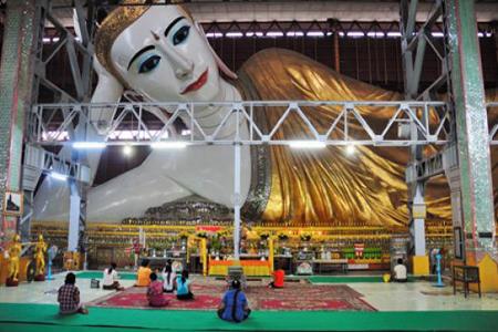 Reclining Budha in Chaukhtayi Pagoda, Yangon
