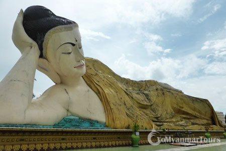 Reclining Budda in Shwe Tha Lyaung Buddha