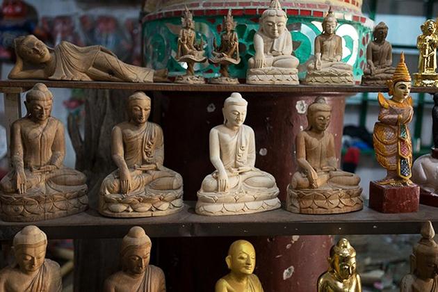 Small Buddha statues