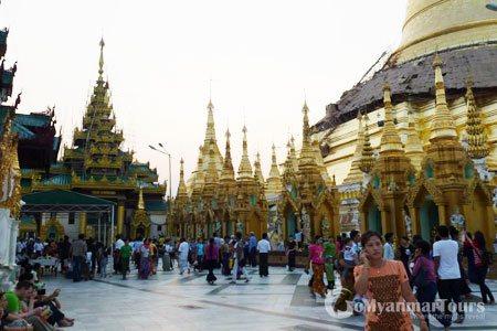 Visitors at Swedagon Pagoda