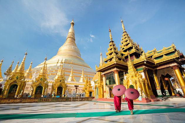 Visit Shwedagon pagoda in Myanmar tour 5 days