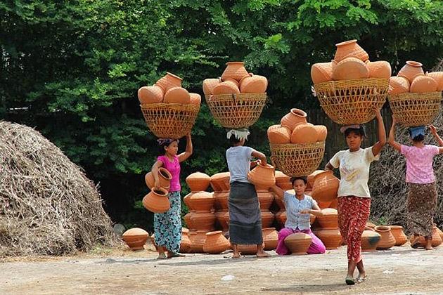 Visit Yandaboo pottery village in Burma honeymoon vacation