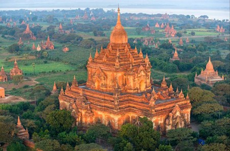 Exploring Bagan - The ancient city of temples.