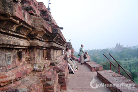 Watch the sunset over Bagan in Mingalazedi