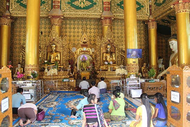 Watching people making offering in Shwedagon pagoda in Yangon city tour