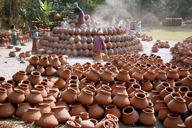 Yandabo Pot-making village in Mandalay