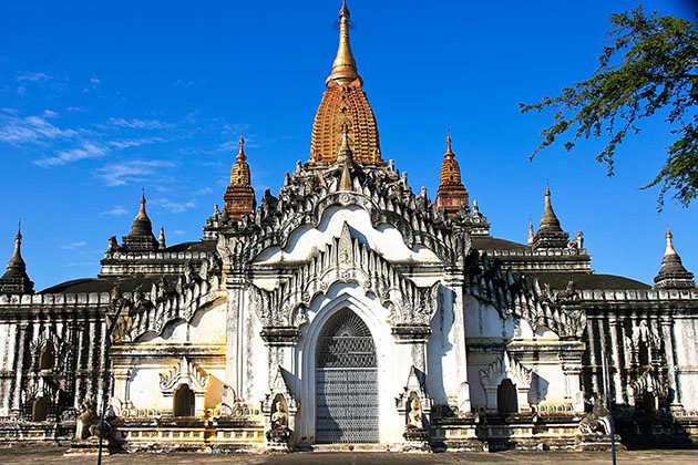 Ananda temple is a beautiful place to visit in 6 days in myanmar