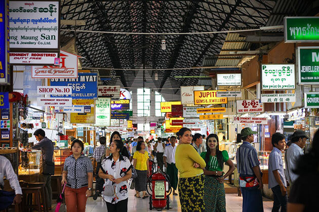 boygoke aungsan market is the main shopping hub of Yangon