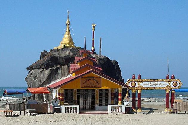 chaung tha beach pagoda