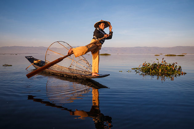 Taking photos of Inle Lake fisherman on his boat in 6 days in Myanmar