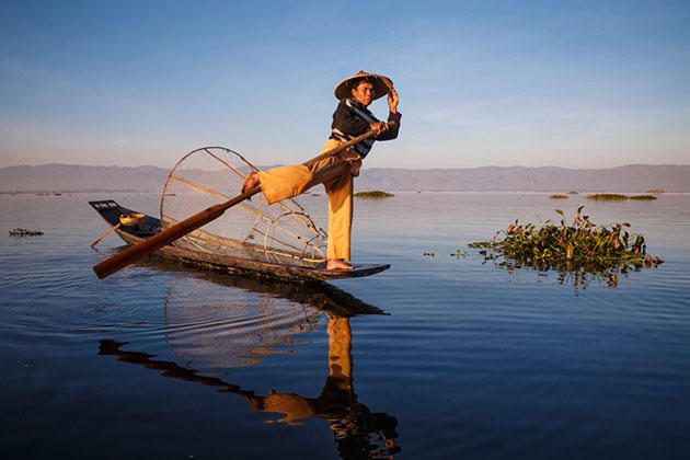 inle lake fisherman on his boat-6 days in myanmar