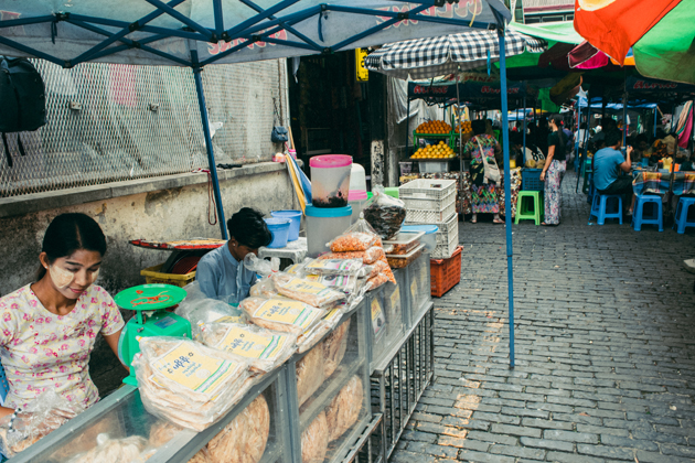 Yangon city tour with a visit to the local market of Bogyoke Aung San