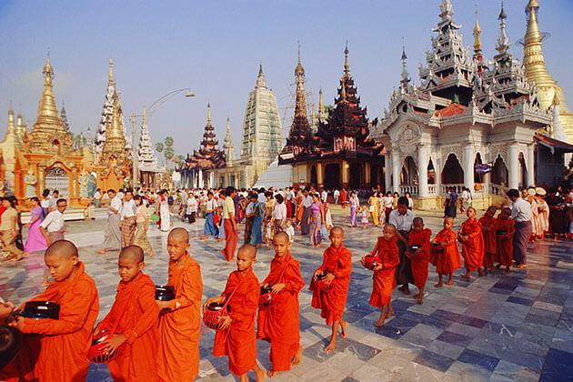 shwedagon pagoda - an important Buddhist pagoda in Myanmar