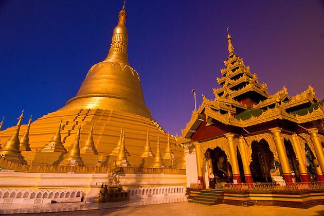 shwemawdaw pagoda in sunse