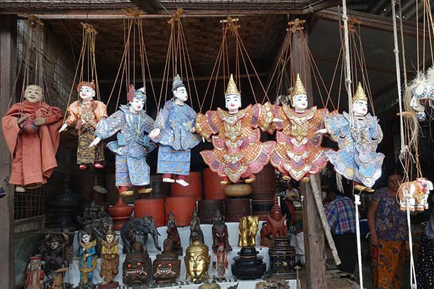 souvenir stall in nyaung u market