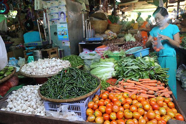 the fresh nyang u market - myanmar luxury tour