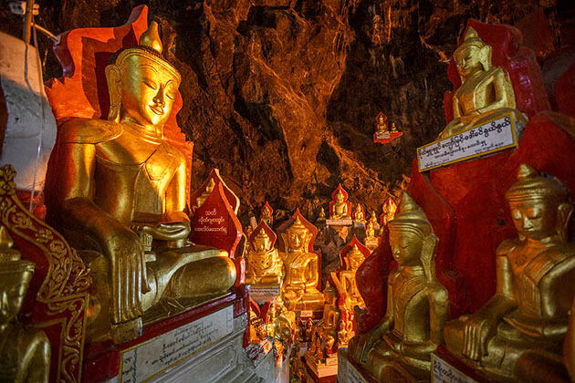 the golden Buddha images in Pindaya limestone cave