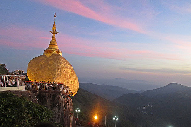 the golden rock in Kyaikhtiyo pagoda