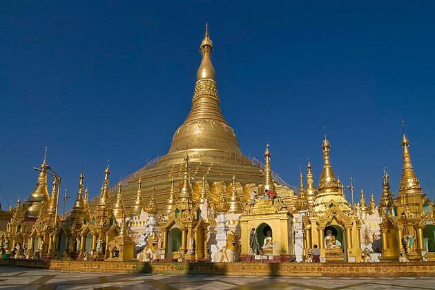 the main golden stupa of shwedagon pagoda