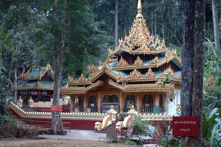 Alaungdaw Kathapa Pagoda in Alaungdaw Kathapa Nation Park.